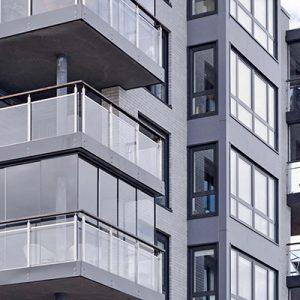 Balcony glazing